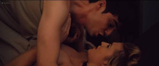 Madeline Weinstein nude nipple and sex Sophie Faulkenberry hot sex Alex Strangelove (2018) HD 1080p (2)