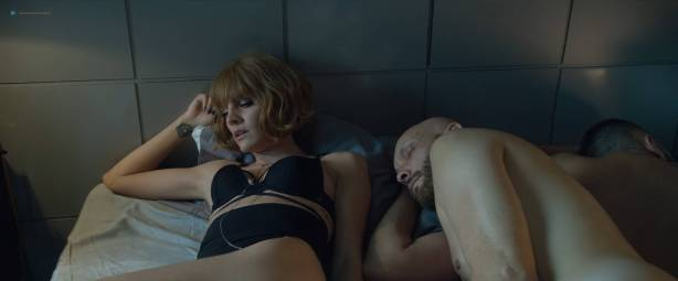 Amaia Salamanca hot and sexy in one scene - Perdida (AR-2018) HD 1080p Web (7)