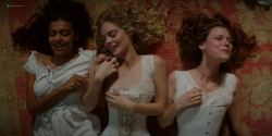 Lily Sullivan nude butt, Samara Weaving, Madeleine Madden nude butt and hot - Picnic at Hanging Rock (2018) S01 HD 1080p (6)