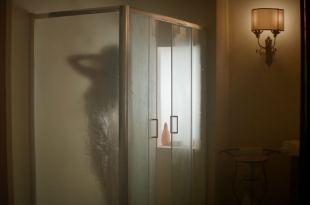 Emily Ratajkowski hot and sexy - Welcome Home (2018) HD 1080p web (18)