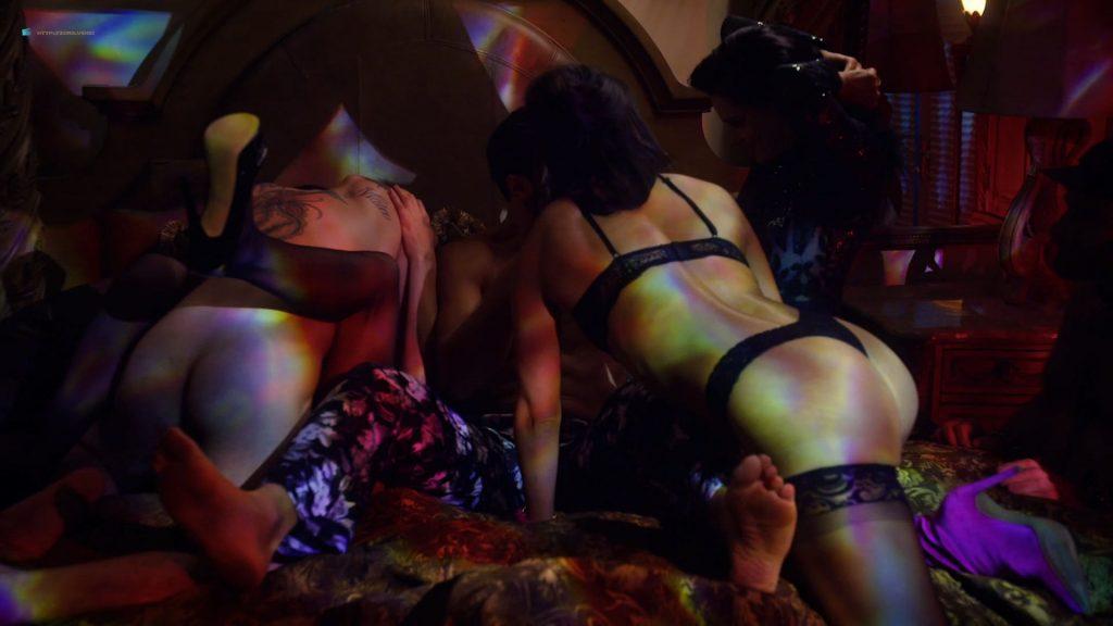 Kelli Berglund nude Roxane Mesquida sex threesome - Now Apocalypse (2019) s1e6-7 HD 1080p (8)