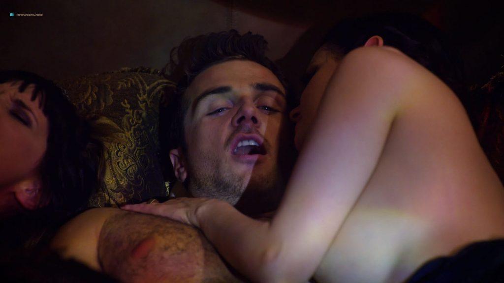 Kelli Berglund nude Roxane Mesquida sex threesome - Now Apocalypse (2019) s1e6-7 HD 1080p (7)
