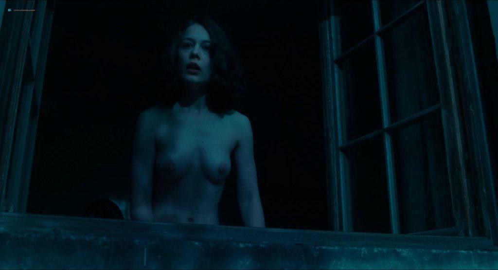 Paula Beer nude full frontal Saskia Rosendahl and Ulrike C. Tscharre nude - Werk ohne Autor (DE-2018) HD 1080p (10)