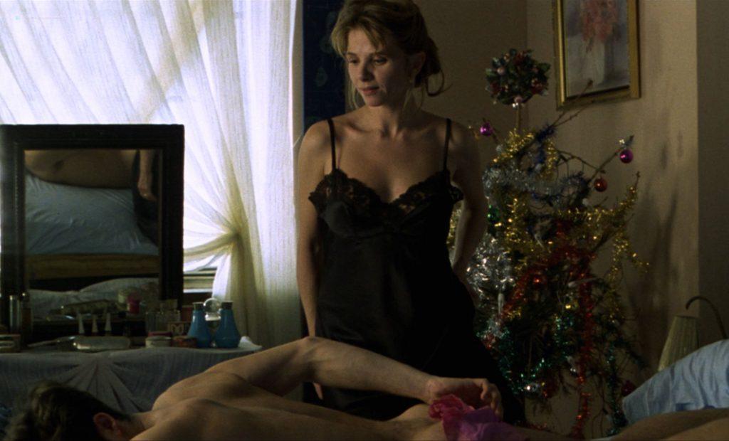 Victoria Abril nude butt Maribel Verdu bush – Amantes (ES-1991) HD 1080p BluRay (12)