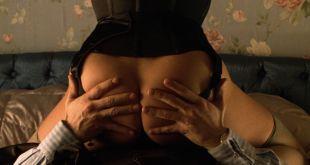 Victoria Abril nude butt Maribel Verdu bush – Amantes (ES-1991) HD 1080p BluRay (6)