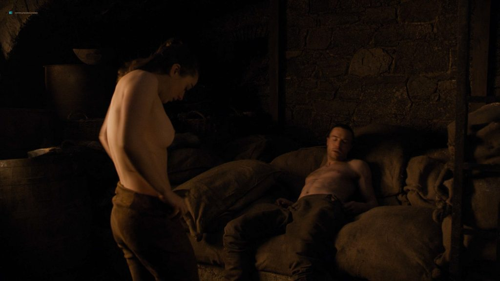 Maisie Williams nude butt and side boob - Game of Thrones (2019) s8e2 HD 1080p (6)