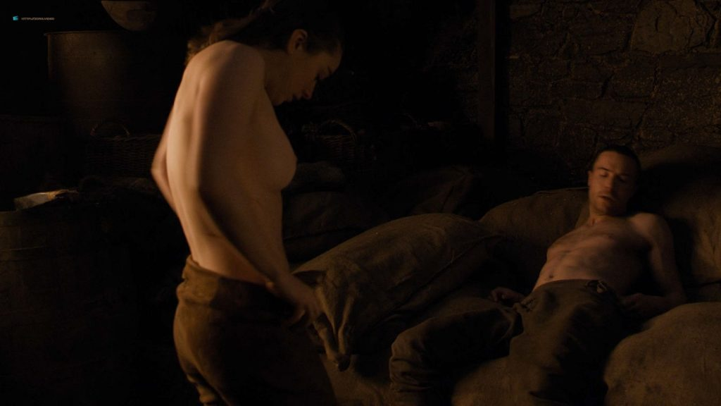 Maisie Williams nude butt and side boob - Game of Thrones (2019) s8e2 HD 1080p (3)
