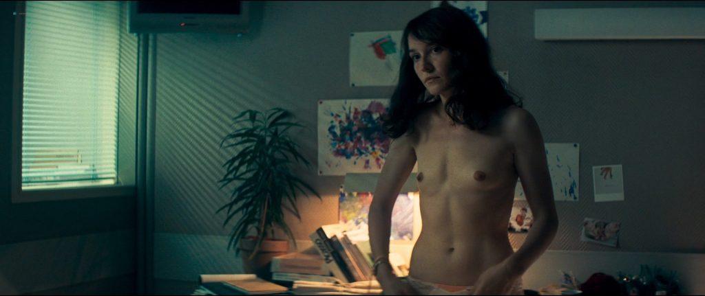 Anaïs Demoustier nude bush, butt and topless - Sauver ou périr (FR-2019) HD 1080p BluRay (6)