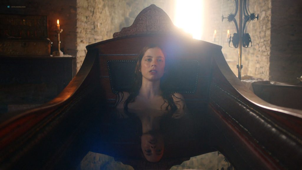 Charlotte Hope nude topless and butt in the tub - The Spanish Princess (2019) s1e1 HD 1080p Web (10)