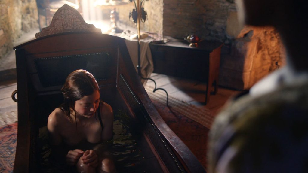 Charlotte Hope nude topless and butt in the tub - The Spanish Princess (2019) s1e1 HD 1080p Web (8)