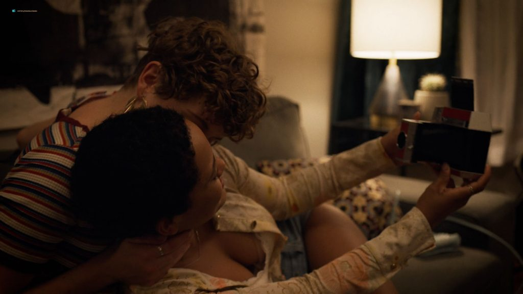 Sophia Bush hot lesbian sex and Jacqueline Toboni, Kiersey Clemons, Kenzie Elizabeth some nude - Easy (2019) s3e3 HD 1080p (14)