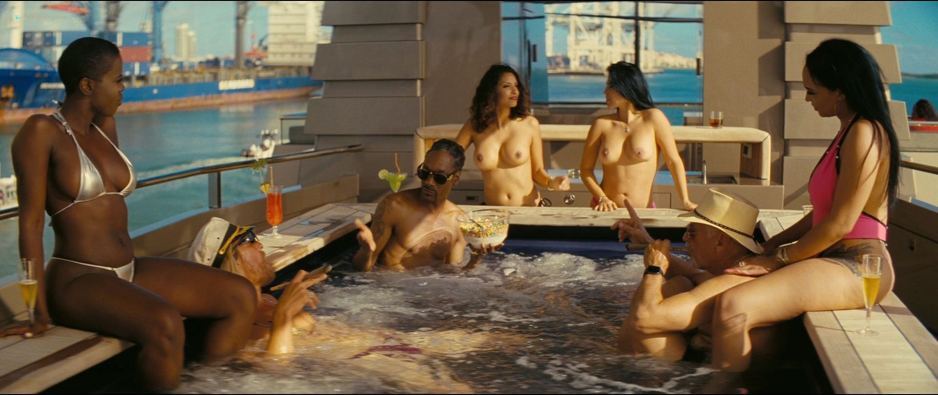 Isla Fisher hot and sexy others nude topless - The Beach Bum (2019) 1080p BluRay (18)