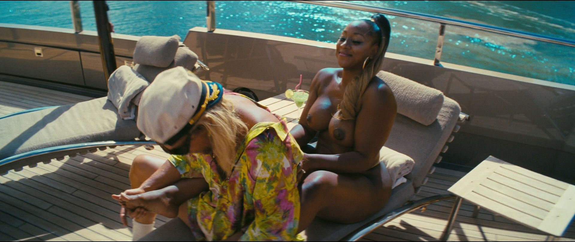 Isla Fisher hot and sexy others nude topless - The Beach Bum (2019) 1080p BluRay (17)