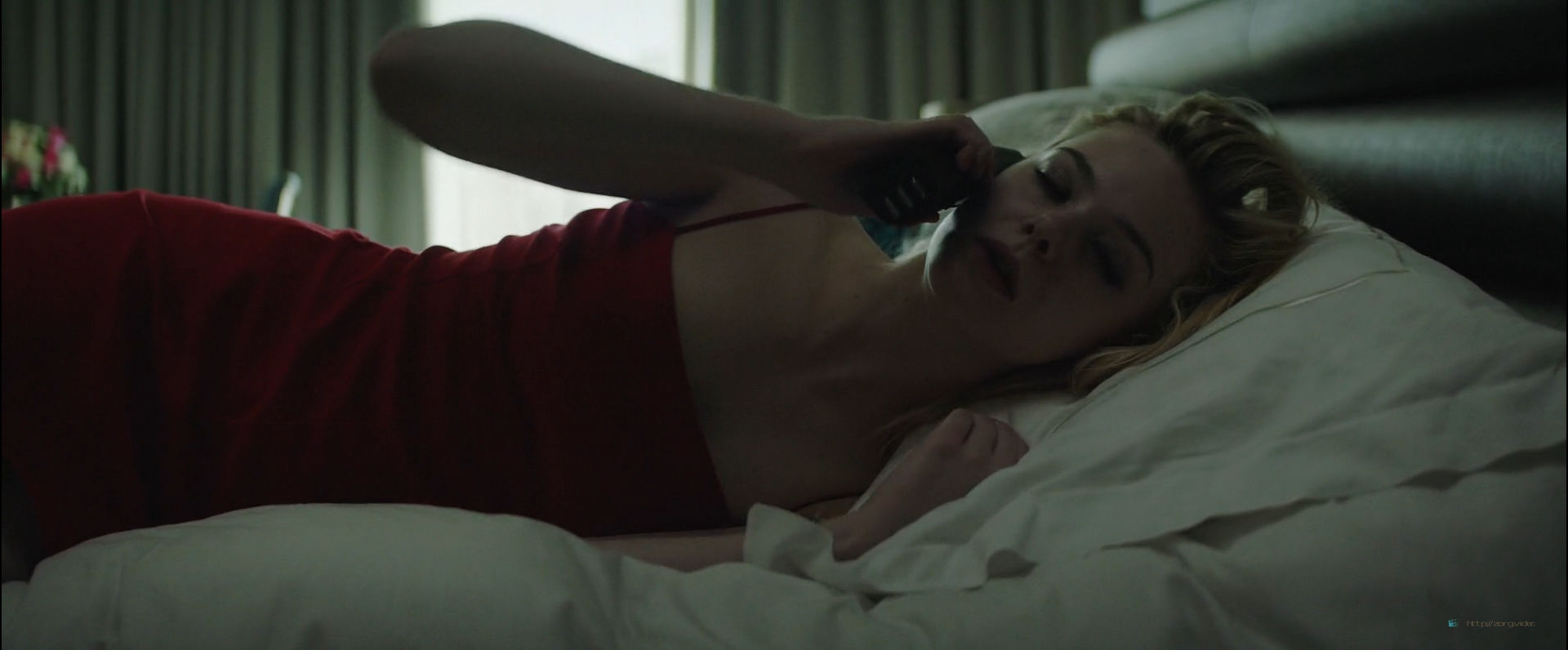 Elle Fanning sexy - Teen Spirit (2018) HD 1080p Web (3)