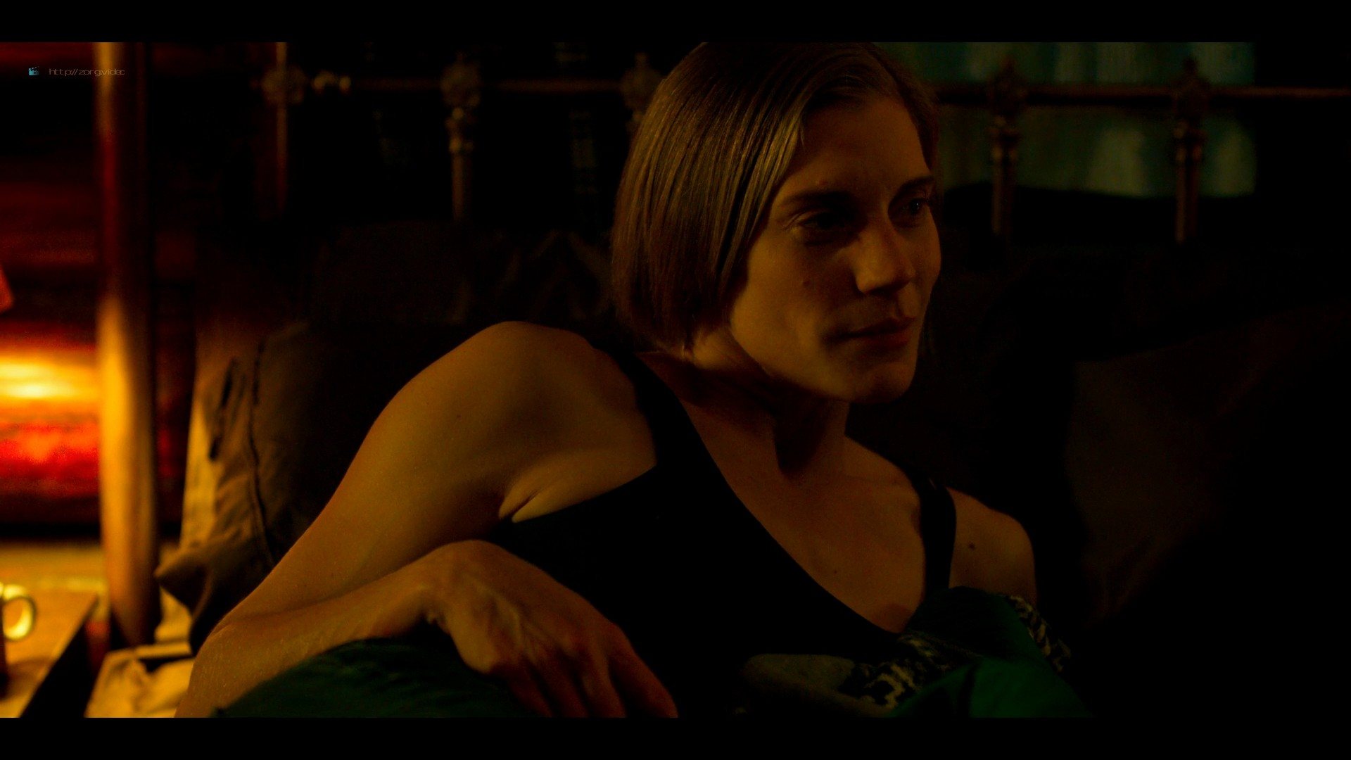 Katee Sackhoff nude butt Blu Hunt sex threesome - Another Life (2019) s1e8 HD 1080p (13)