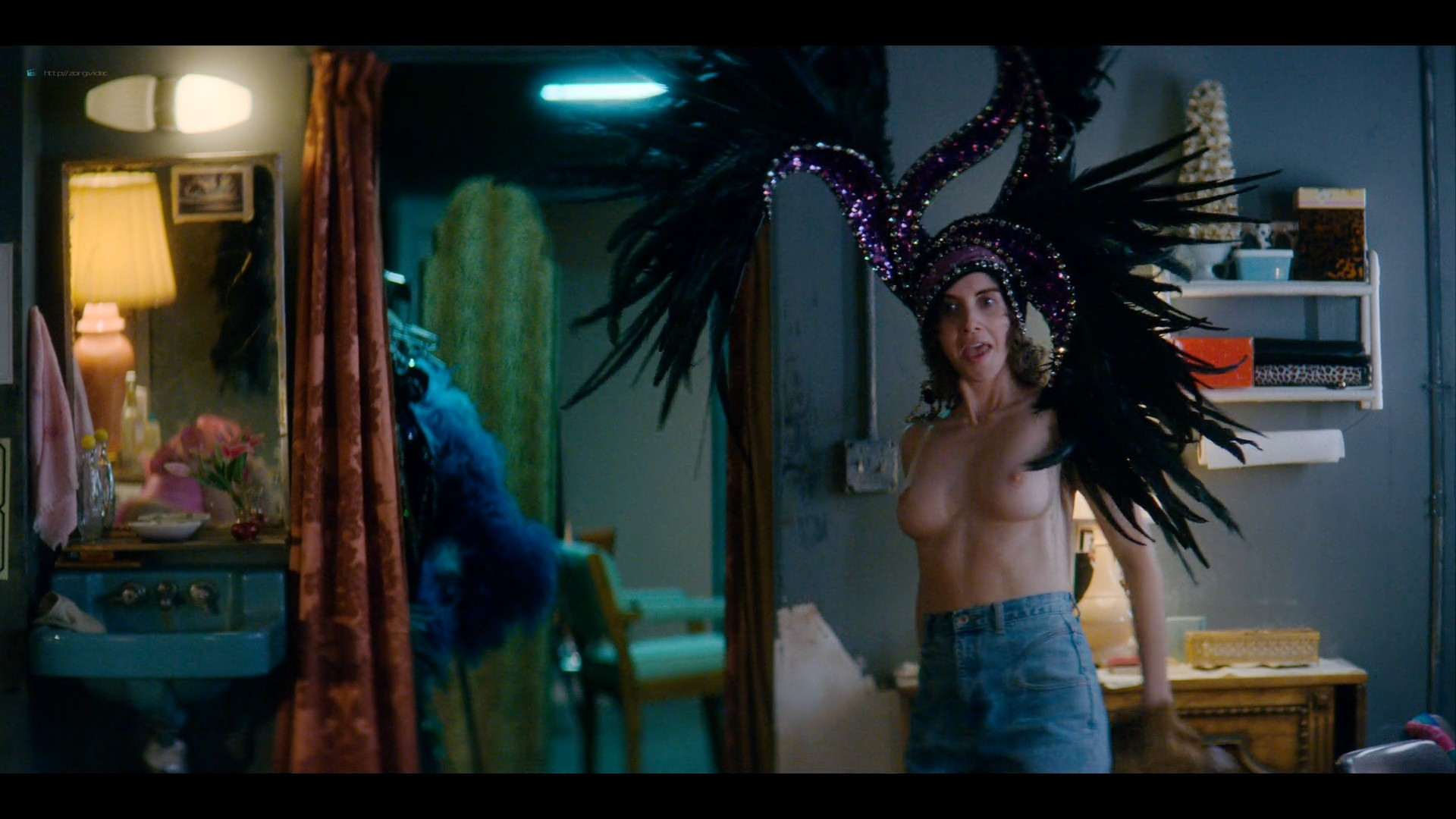 Alison Brie nude topless and sexy - Glow (2019) S3 HD 1080p Web (14)