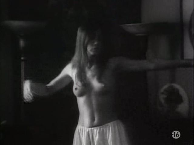 Carole Laure nude and explicit sex - L'ange et la Femme (1977) (8)