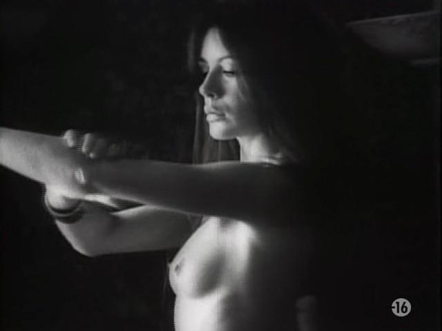 Carole Laure nude and explicit sex - L'ange et la Femme (1977) (7)