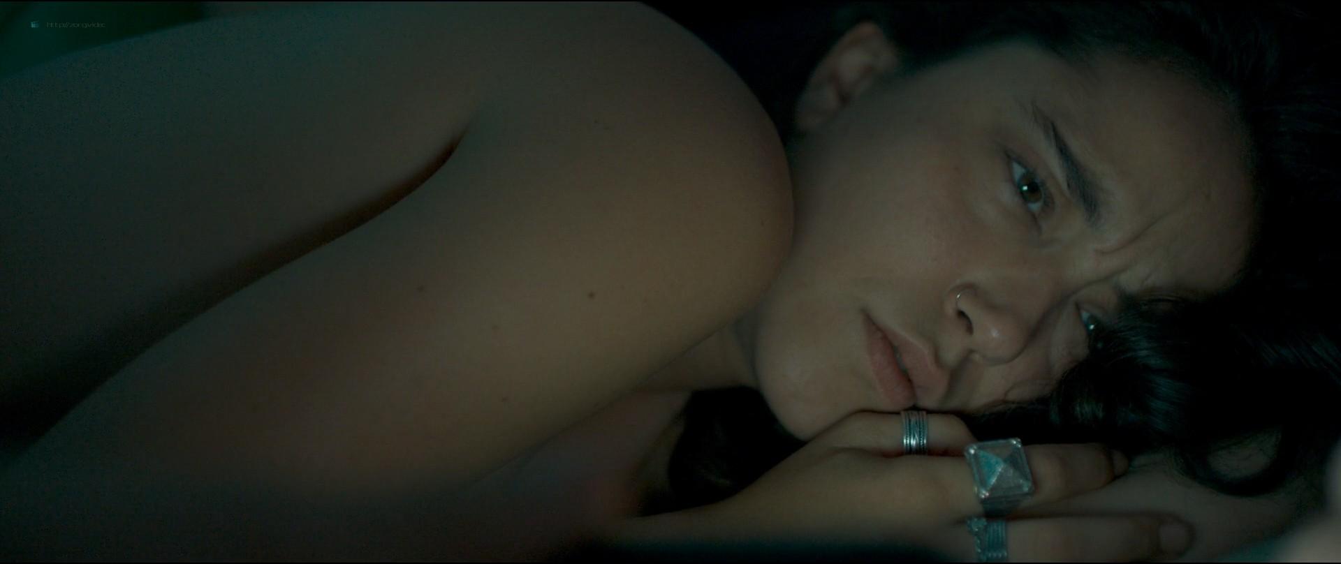Coline D'Inca nude topless - Venise n'est pas en Italie (FR-2019) 1080p Web (5)