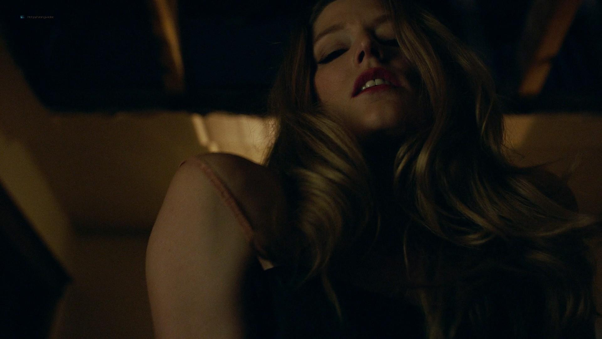 Trieste Kelly Dunn hot and Sarah Brooks nude sideboob - Girl on the Third Floor (2019) 1080 Web (12)