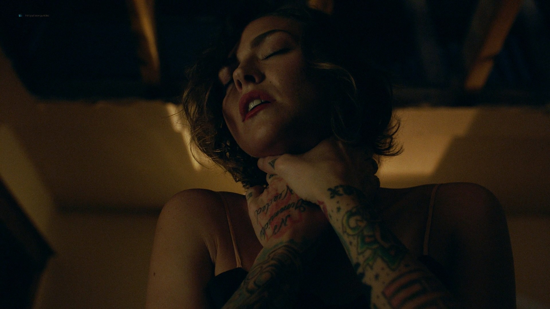 Trieste Kelly Dunn hot and Sarah Brooks nude sideboob - Girl on the Third Floor (2019) 1080 Web (11)