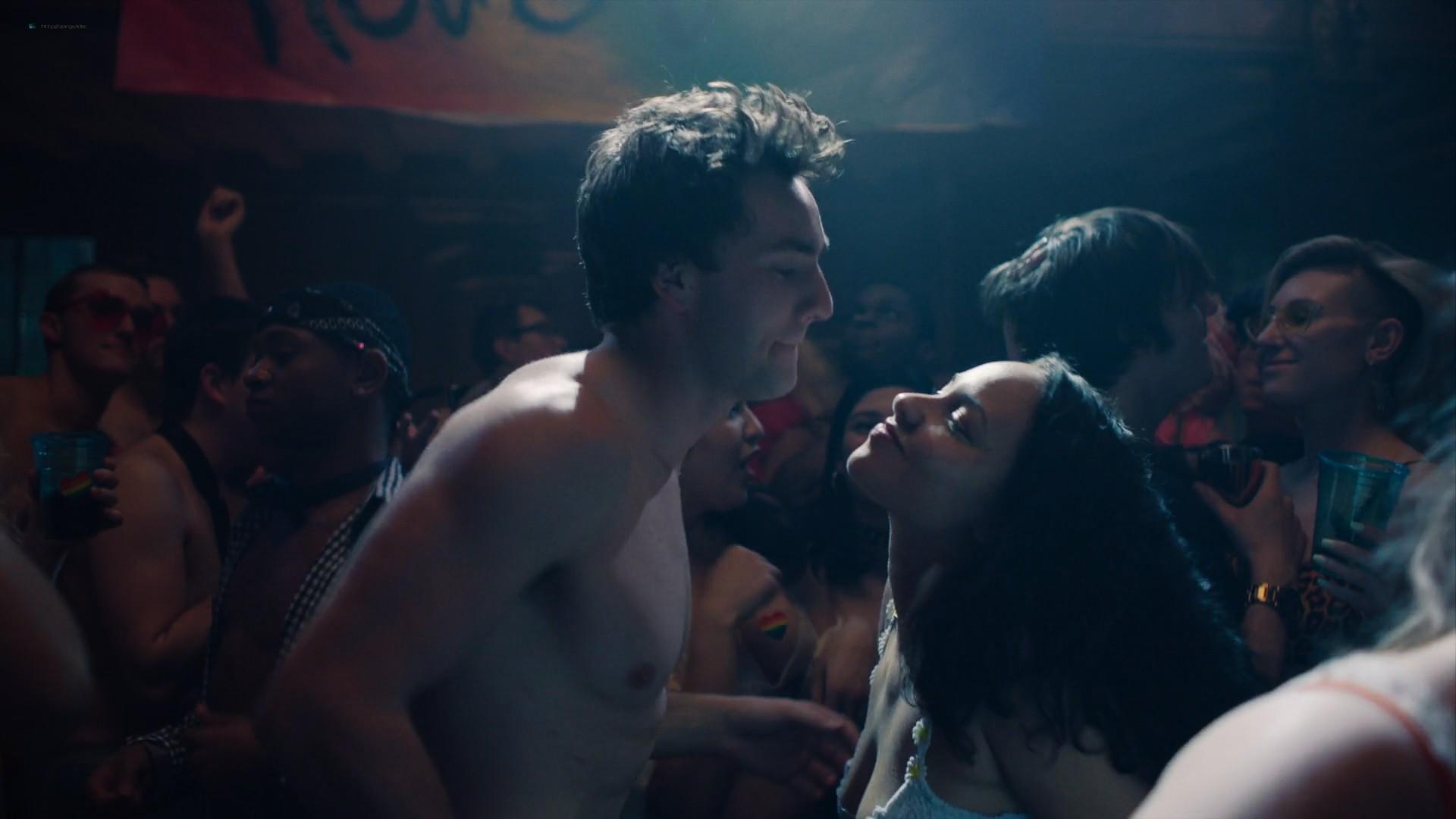 Kathryn Hahn nude sex Jasmine Cephas Jones hot - Mrs. Fletcher (2019) s1e5 1080p Web (13)