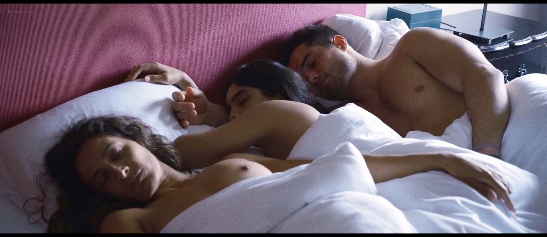 Hafsia Herzi hot Sophie Garagnon nude topless - Tu merites un amour (2019) HD 1080p Web (5)