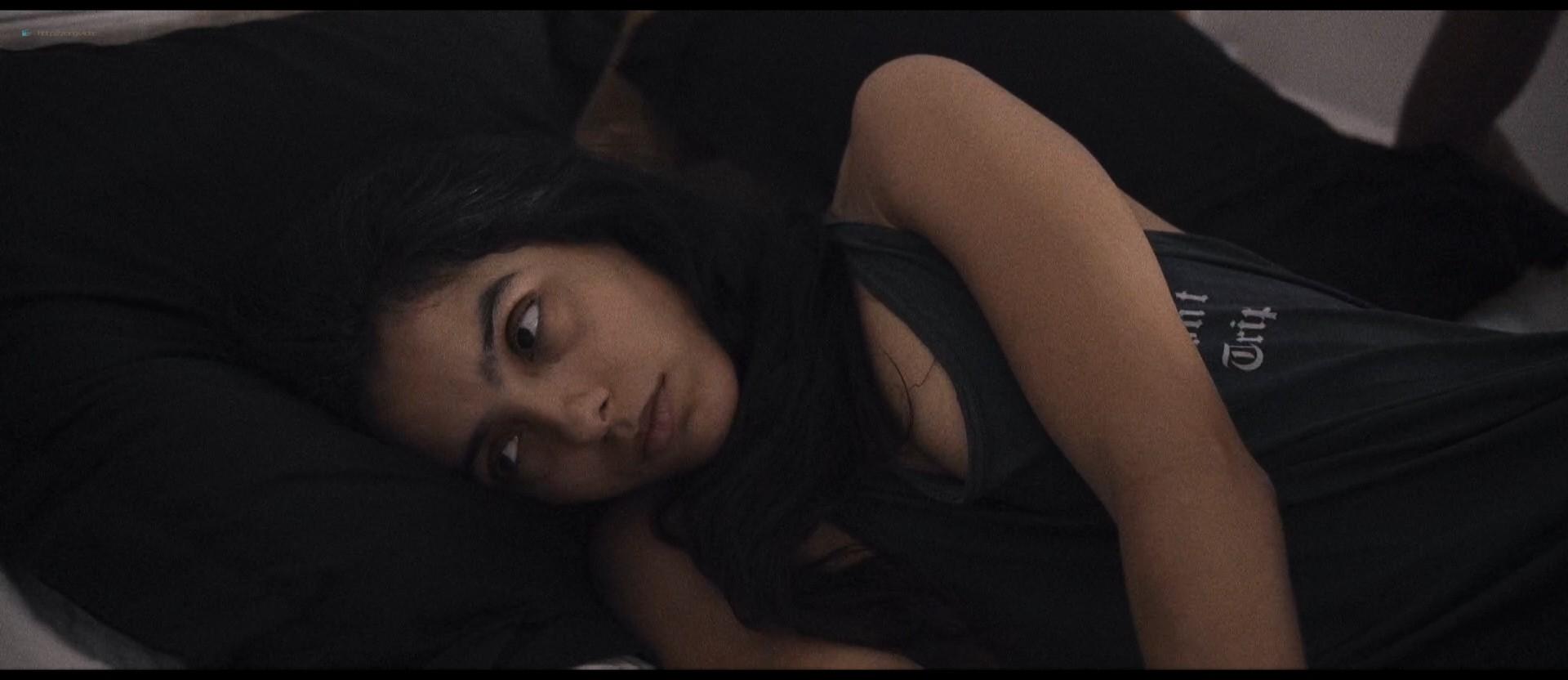 Hafsia Herzi hot Sophie Garagnon nude topless - Tu merites un amour (2019) HD 1080p Web (16)