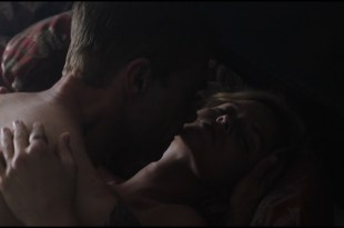 Mena Suvari hot and sex - The Murder of Nicole Brown Simpson (2019) HD 1080p Web (10)