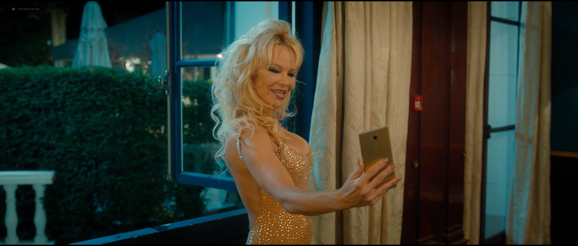 Pamela Anderson sexy Élodie Fontan and others hot - Nicky Larson et le parfum de Cupidon (2018) 1080p BluRay (2)