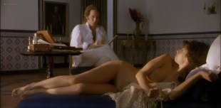 Maribel Verdu nude bush and butt in Goya en Burdeos (1999)