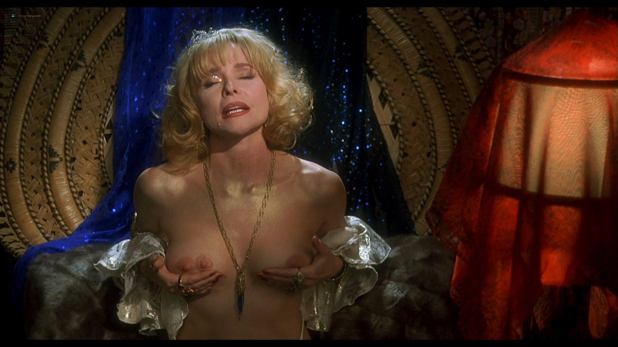 Joey Lauren Adams nude Priscilla Barnes nude topless - Mallrats (1995) HD 1080p BluRay (9)