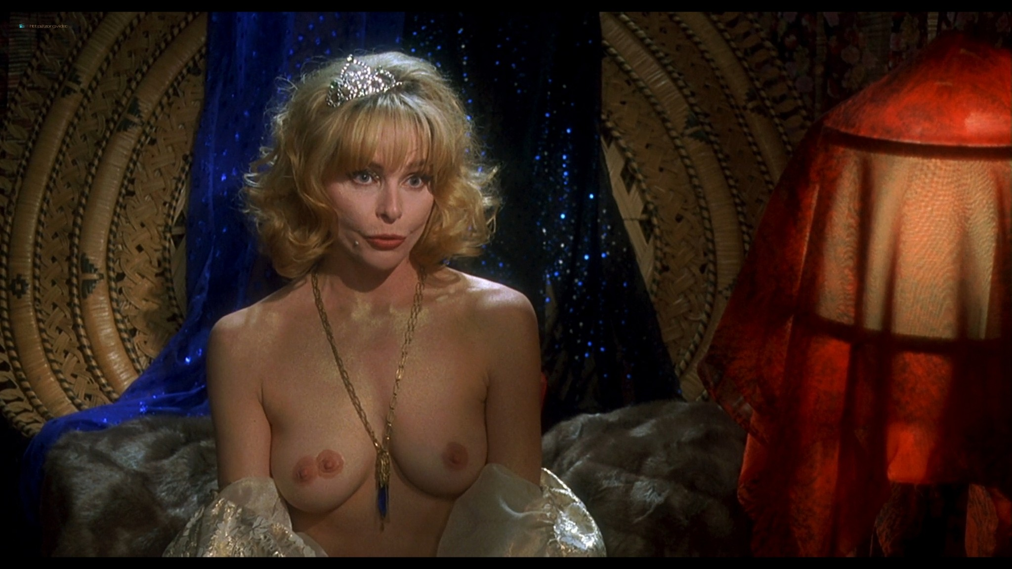 Joey Lauren Adams nude Priscilla Barnes nude topless - Mallrats (1995) HD 1080p BluRay (7)