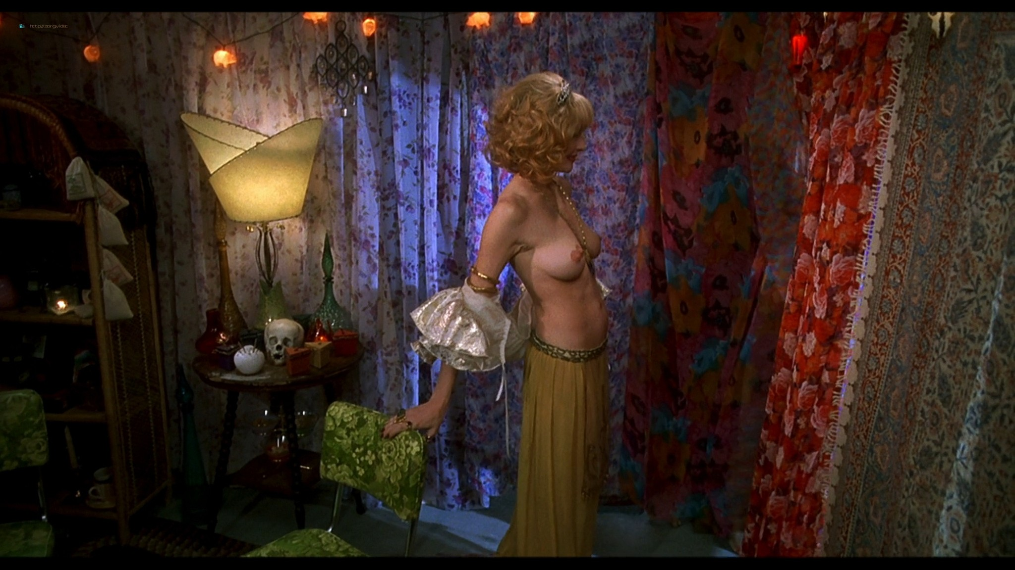 Joey Lauren Adams nude Priscilla Barnes nude topless - Mallrats (1995) HD 1080p BluRay (5)