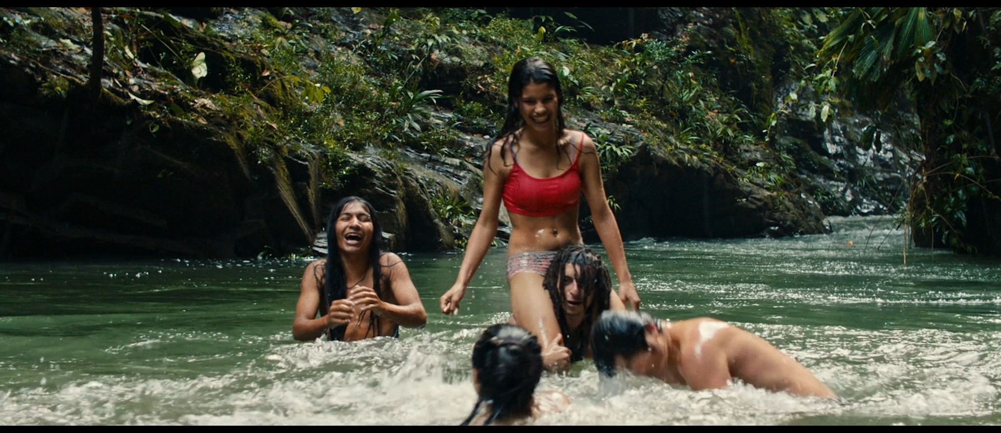 Julianne Nicholson pokies Karen Quintero, Laura Castrillón sexy - Monos (2019) HD 1080p BluRay (10)