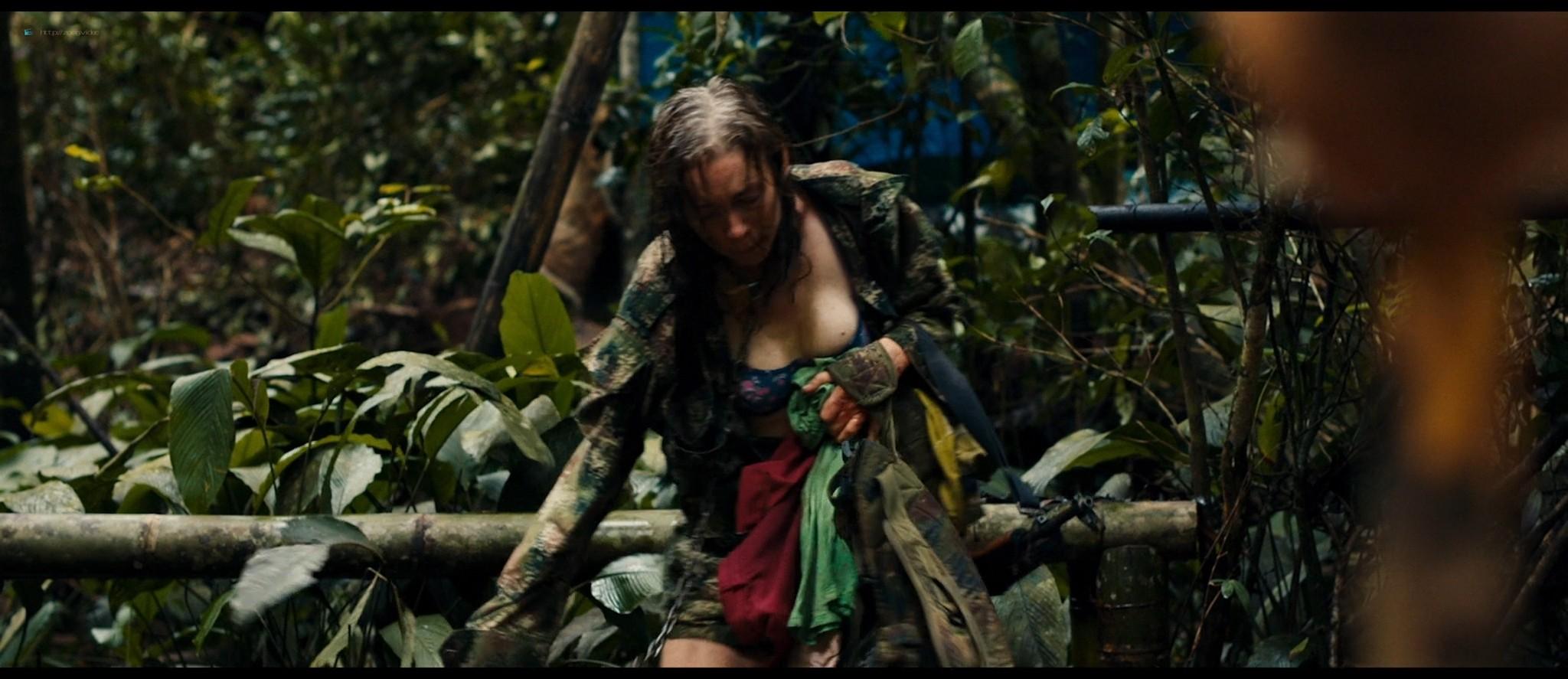 Julianne Nicholson pokies Karen Quintero, Laura Castrillón sexy - Monos (2019) HD 1080p BluRay (2)