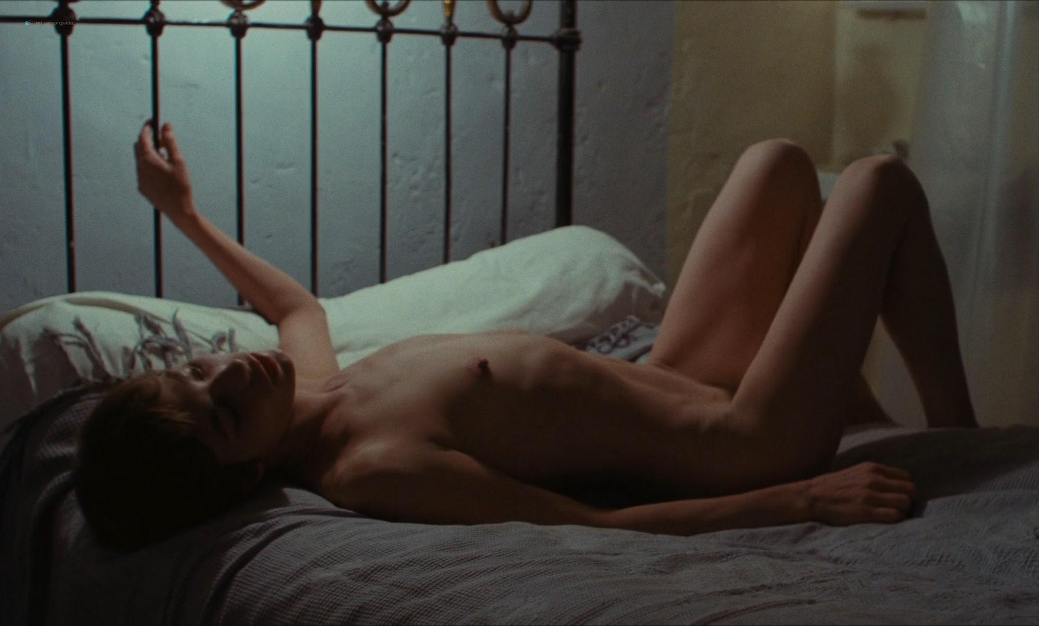 Jane Birkin nude full frontal and sex - Je t'aime moi non plus (FR-1976) HD 1080p BluRay (17)
