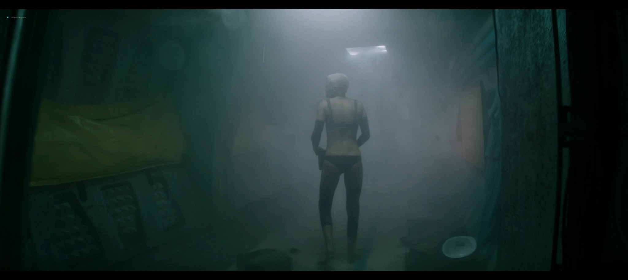 Kristen Stewart sexy Jessica Henwick hot Underwater 2020 HD 1080p BLuRay REMUX 14