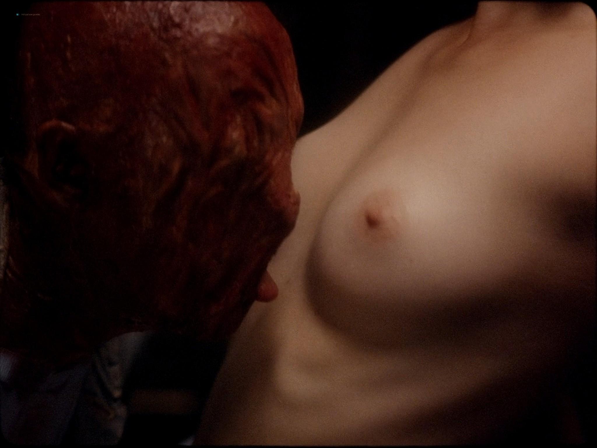 Sarah-Megan Allouch nude Mathilde Mennetrier nude sex - Les îles (2017) HD 1080p (13)