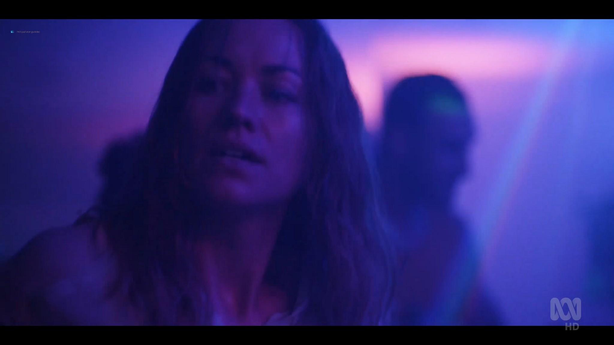 Yvonne Strahovski hot and sexy - Stateless (2020) s1e2 HD 1080p WEB (6)