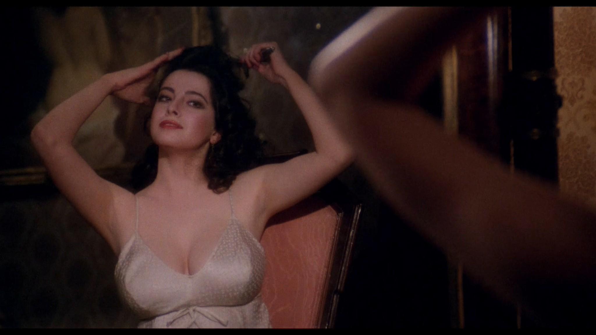 Clio Goldsmith nude full frontal Donatella Damiani sex - Honey (1981) HD 1080p BluRay (19)