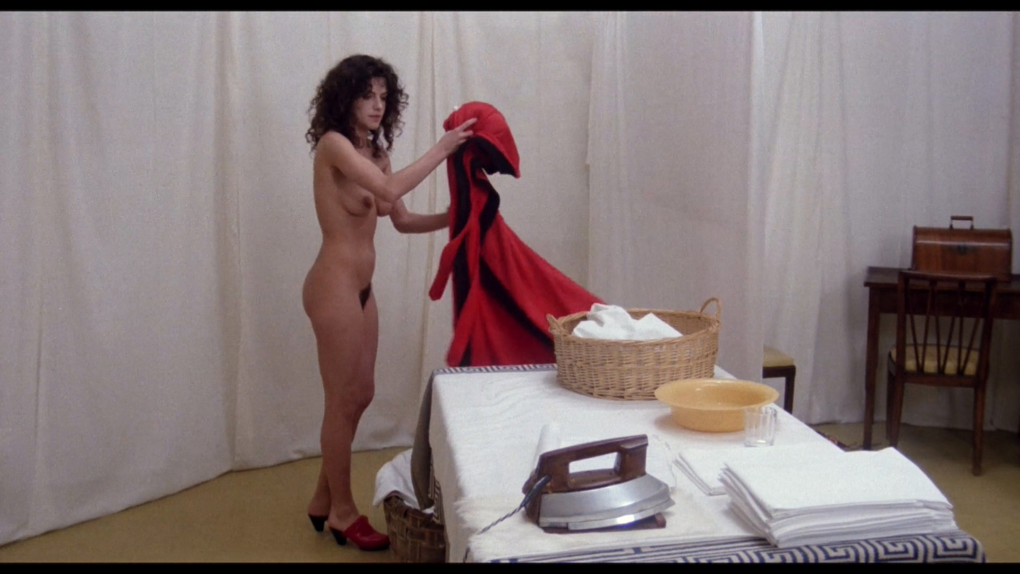 Clio Goldsmith nude full frontal Donatella Damiani sex - Honey (1981) HD 1080p BluRay (12)