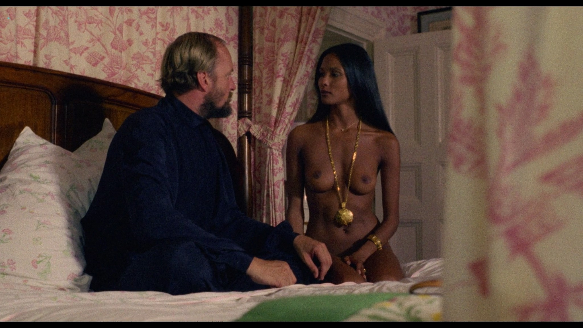 Laura Gemser nude full frontal other nude explicit sex - Emanuelle in America (1976) HD 1080p BluRay (12)