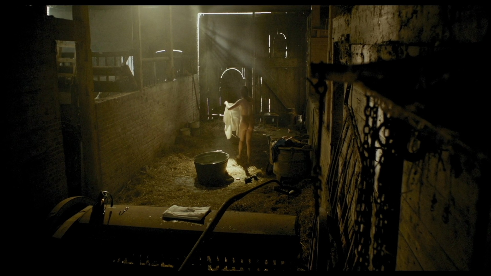 Roos van Erkel nude butt - Het bombardement (NL-2012) HD 1080p BluRay (7)