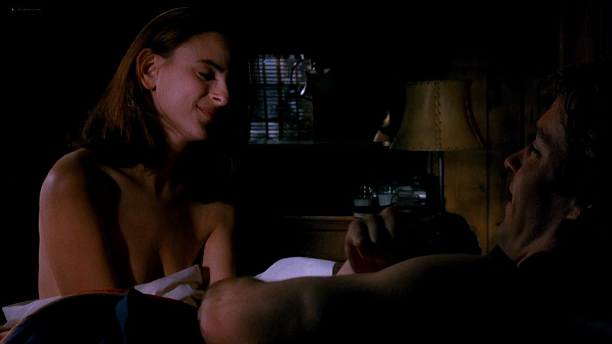 Marlee Matlin nude topless at the tub - Hear No Evil (1993) HD 1080p Web (3)