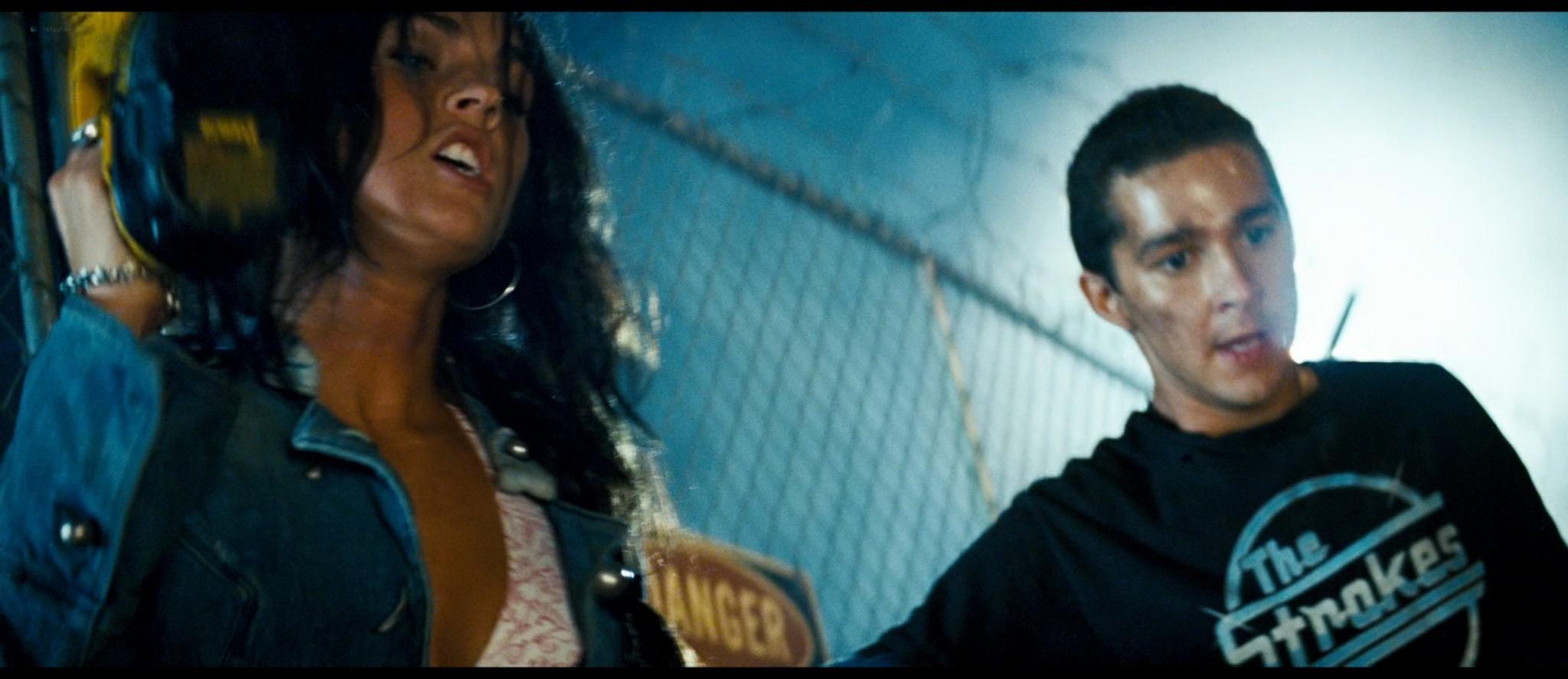 Megan Fox hot and sexy - Transformers (2007) HD 1080p BluRay Remux (9)