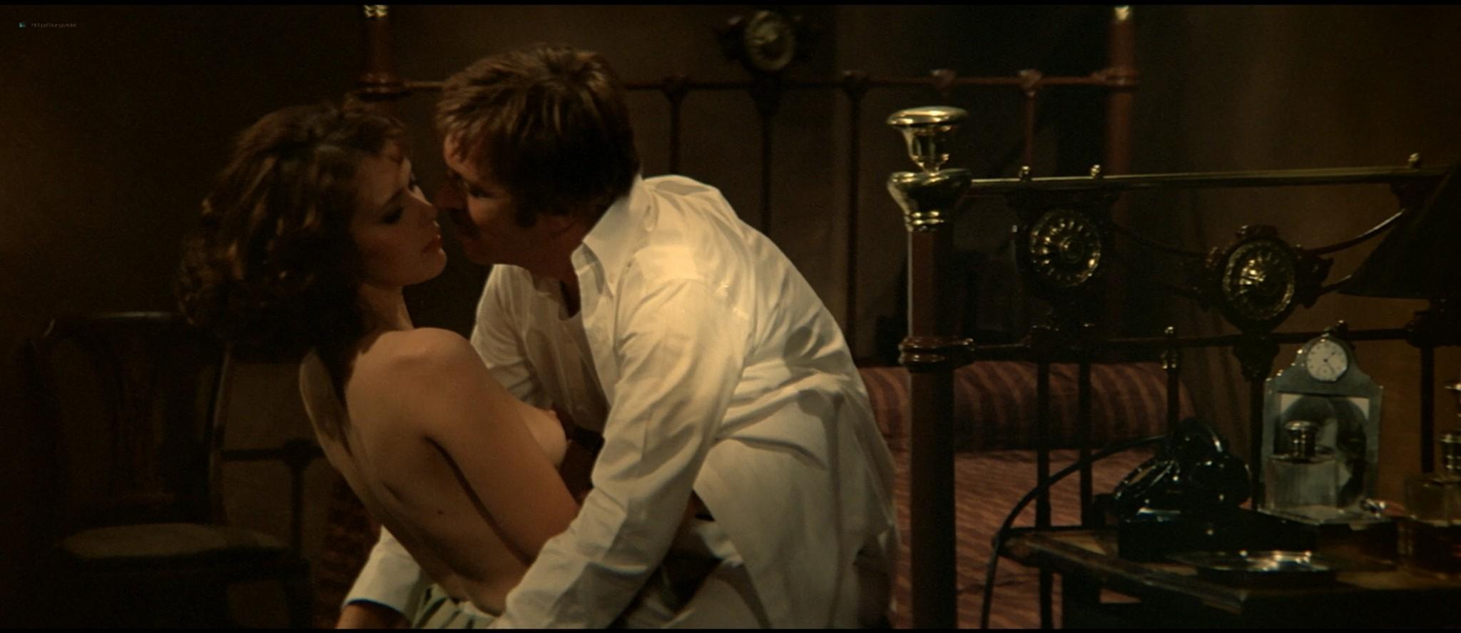 Sylvia Kristel nude sex threesome Catherine Rivet, Laura Gemser nude - Emmanuelle 2 (1975) HD 1080p REMUX (37)