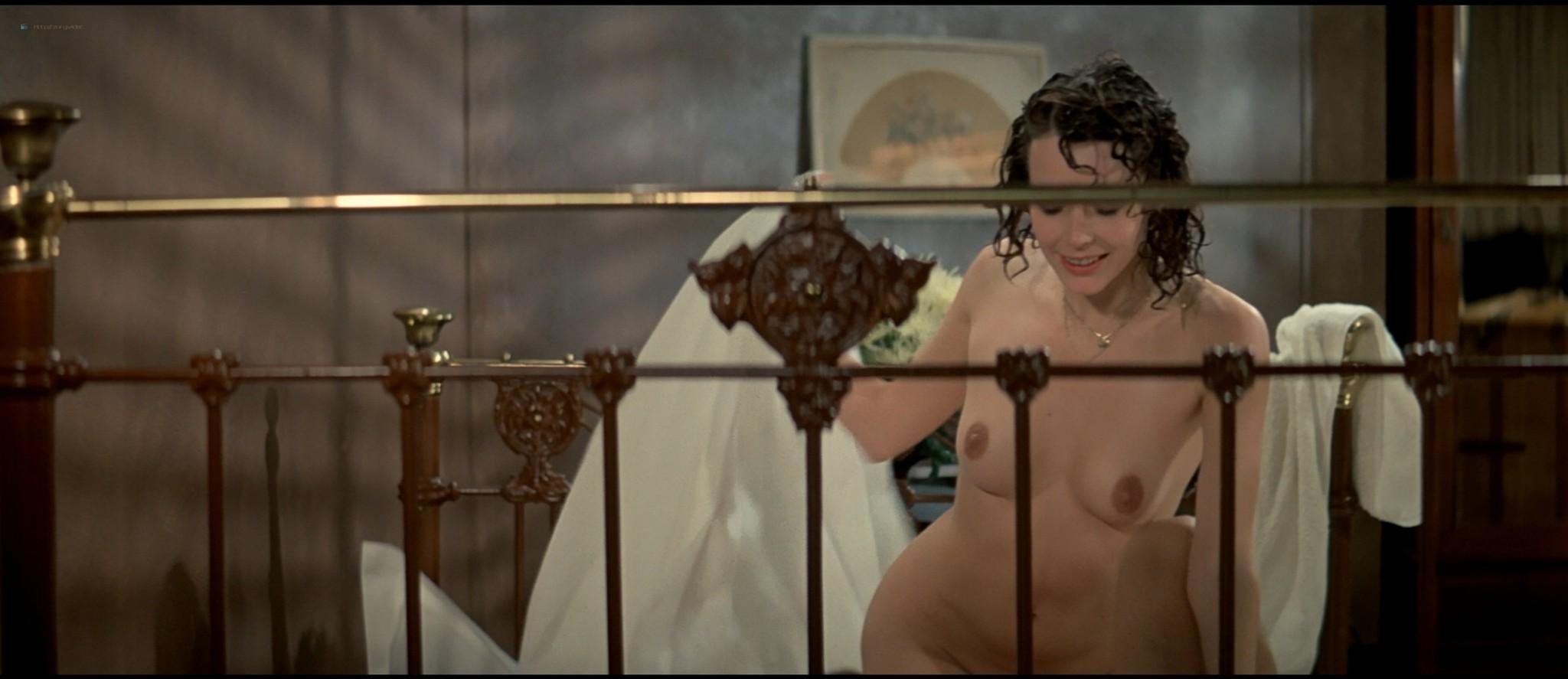 Sylvia Kristel nude sex threesome Catherine Rivet, Laura Gemser nude - Emmanuelle 2 (1975) HD 1080p REMUX (11)