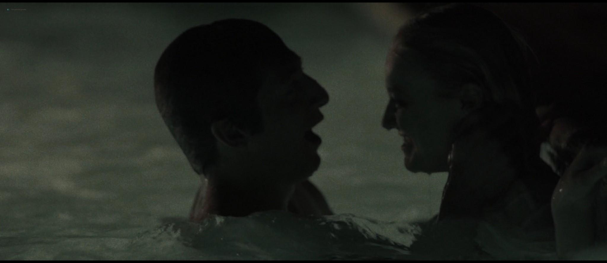 Dakota Fanning hot sex Evan Rachel Wood sexy - Viena and the Fantomes (2020) HD 1080p Web (17)