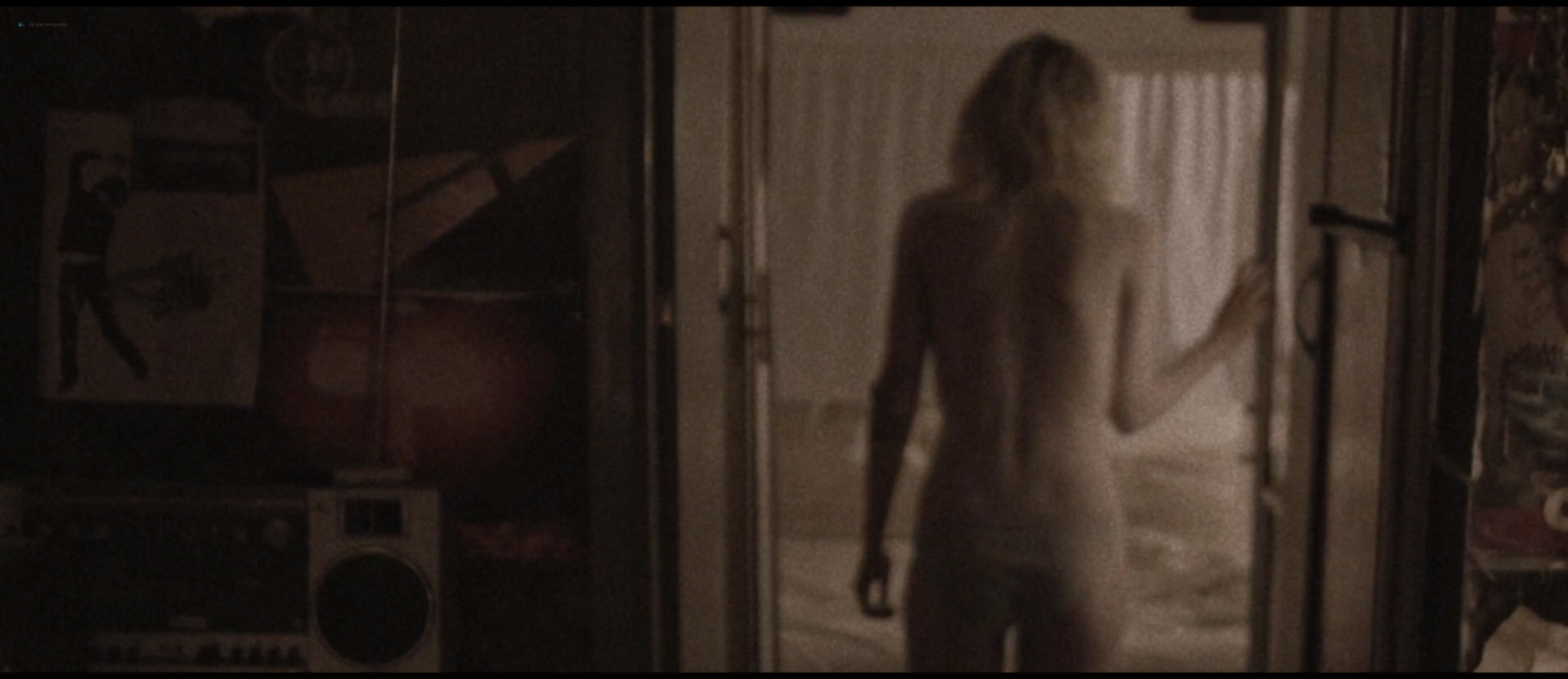 Dakota Fanning hot sex Evan Rachel Wood sexy - Viena and the Fantomes (2020) HD 1080p Web (12)